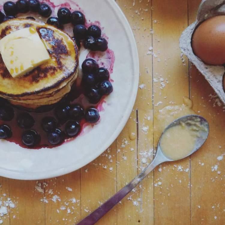 easy paleo applesauce protein pancakes